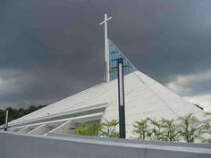 Church of the Gesù, Atenio de Manila University, a Jesuit institution in Quezon City, Philippines. President Of The Philippines, Filipino Architecture, Church Architecture, Modern Church, Anglican Church, Roman Catholic, Catholic Churches, Quezon City, Sacred Architecture