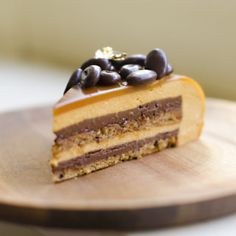 Step-by-step guide to a beautiful eclipse espresso caramel entremet (multi layer mousse cake) using a Silikomart mold. Delicious and fancy!