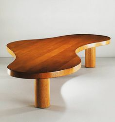 JEAN ROYÈRE, Forme Libre, coffee table, Paris, France (1955). Material varnished oak. Image by Galerie Jacques Lacoste. / Galerie Jacques Lacoste