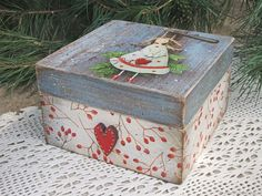 Rice Paper Decoupage, Decoupage Box, Painted Boxes, Wooden Boxes, Wooden Crafts, Diy Crafts, Christmas Decorations, Christmas Ornaments, Holiday Decor