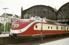 "VT 11 5001 in Hamburg-Altona am 09.06.1968 als TEE ""Parsifal""© Carl Ulrich Huhn."