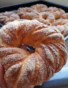 Συνταγές για μικρά και...μεγάλα παιδιά!: Κουλούρια βουτύρου με κανελοζάχαρη ! School Snacks, Cinnamon Rolls, Bagel, Doughnut, Donuts, Bread, Cookies, Desserts, Food