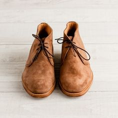 Men's British-Made Suede Chukka Boot   Guideboat Company