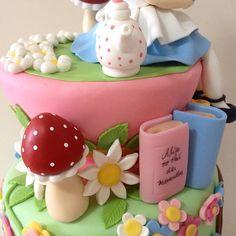 Detalhes do bolo Alice no País das Maravilhas do nosso Atelier Le Biscuit Denise Marrach.