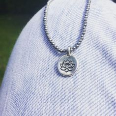 Dainty bracelet. Lotus flower. Bracelet délicat en hématite argente Pendant Necklace, Bracelets, Jewelry, Bangles, Jewellery Making, Arm Bracelets, Jewelery, Bracelet