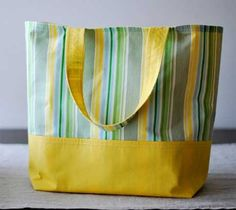 "Free Bag Pattern and Tutorial - Market Tote Bag {Finished tote is 13"" wide x 14"" high x 7"" deep}"