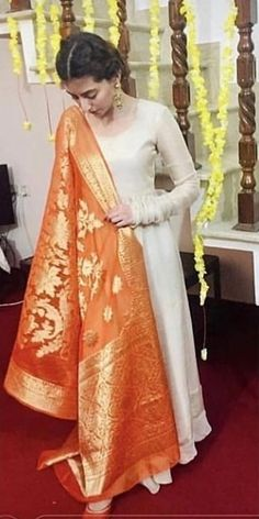 Beautiful dress Shadi Dresses, Indian Gowns Dresses, Pakistani Bridal Dresses, Pakistani Dress Design, Stylish Dresses, Simple Dresses, Casual Dresses, Designer Party Wear Dresses, Kurti Designs Party Wear