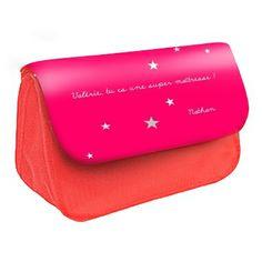 Cadeau maîtresse personnalisé. Trousse rouge. Rabat disponible en plusieurs coloris.