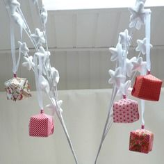 Boules de noël en origami – cubes à dominante rouge et blanc – collection «noël au levant»