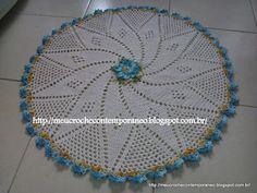 Meu Crochê Contemporâneo: Tapete Redondo com Flor Andreia Medina