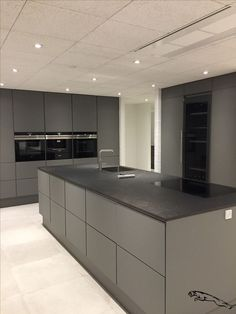 Grey kitchen Grey kitchen The post Grey kitchen & Living appeared first on Hautproblem . Free Kitchen Design, Kitchen Room Design, Modern Kitchen Design, Home Decor Kitchen, Kitchen Living, New Kitchen, Kitchen Grey, Kitchen Decorations, Awesome Kitchen