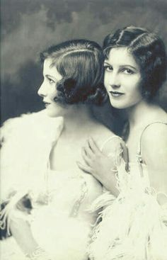 1920s Flapper Hair & Makeup