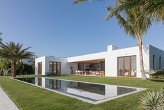EXTENDED TOUR: Kelly Klein's Palm Beach Home  A little too minimal for me.  Do need doors on kitchen shelves etc.