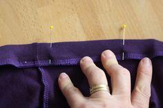 Hazeltjes: Elastiek inzetten met de lockmachine Bobby Pins, Sewing Patterns, Hair Accessories, Slim, Sewing Tutorials, Fashion Styles, Hairpin, Patron De Couture, Dress Patterns