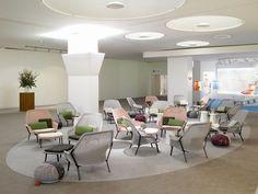 Vitra loungechair Slow Chair + Ottoman door Ronan & Erwan Bouroullec | Designlinq