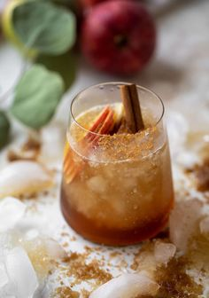 The brown sugar bourbon smash is made with brown sugar syrup, the best bourbon, ginger beer, sliced apples and cinnamon. It's fall in a cup! Cocktail Desserts, Bourbon Cocktails, Dessert Drinks, Fun Cocktails, Cocktail Drinks, Alcoholic Drinks, Beverages, Cocktail Shaker, Fall Drinks