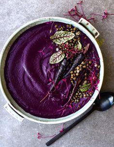 Des soupes violettes qui mettent de la couleur dans l'hiver Carrot Recipes, Soup Recipes, Healthy Recipes, Drink Recipes, Purple Yam, Sin Gluten, Purple Food, Soups, Essen