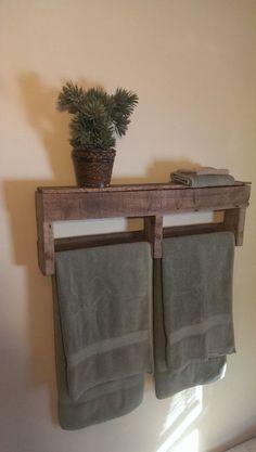 Serviette de bain serviette de bain ou de la main grilles fabriqué sur commande. Articles sont faits de bois de palettes récupérées. Le
