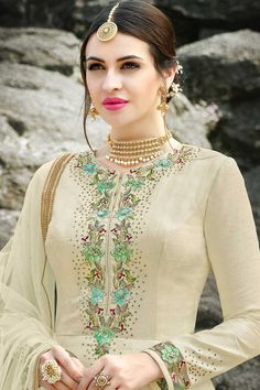 Cream Floral Embroidered Silk Anarkali Suit features a gorgeous silk anarkali suit alongside a crepe inner. A georgette dupatta completes the look. Embroidery work is completed with zari, thread, and stone. Embroidery Suits Punjabi, Embroidery Suits Design, Embroidery Fashion, Embroidery Ideas, Hand Embroidery, Machine Embroidery, Punjabi Suits Designer Boutique, Indian Designer Suits, Kurti Neck Designs