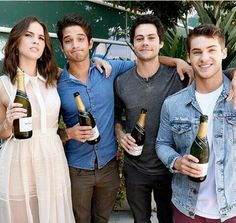 Actors Shelley Hennig Tyler Posey Dylan O'Brien and Cody Christian from 'Teen Wolf' celebrate their final season backstage after their Hall H panel. Dylan O'brien, Teen Wolf Dylan, Teen Wolf Cast, Cody Christian, Scott Mccall, Tyler Posey, Mtv, Lydia Martin, San Diego Comic Con