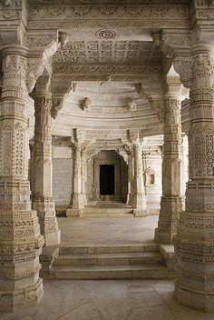 Pillared pathway - Ranakpur