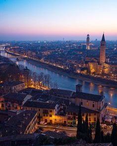 Verona, Itália  ✈✈✈ Don't miss your chance to win a Free Roundtrip Ticket to Verona, Italy from anywhere in the world **GIVEAWAY** ✈✈✈ https://thedecisionmoment.com/free-roundtrip-tickets-to-europe-italy-verona/