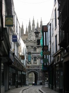 Mercery Lane, Canterbury, England - UK by itsabitblurry England And Scotland, England Uk, London England, Canterbury England, Canterbury Cathedral, Cool Places To Visit, Great Places, Amazing Places, Gaudi