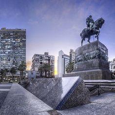 Montevideo, Uruguay (Plaza de la Independencia)