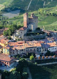 castello di Serralunga d'Alba, in provincia di Verbania, Piemonte. 44°37′00″N 8°00′00″E Italy Trip, Italy Travel, Turin, Places In Europe, Places To Visit, Piedmont Italy, Regions Of Italy, Italian Beauty, Medieval Castle