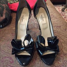 Valentino bow heels Comes with dust bag!, used but in great condition! Valentino Shoes Heels