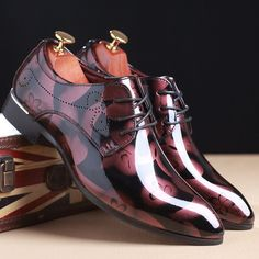 Glossy Patent Leather Brogue Men Shoes Floral