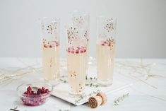 This drink is perfect for any kind of fancy party! It's a pear & pomegranate champagne cocktail that looks and tastes so light and delicious! Pomegranate Cocktails, Pomegranate Seeds, Lauren Toyota, Pizza Buns, Vegan Christmas, Vegan Pizza, Fancy Party, Sparkling Wine, Different Recipes