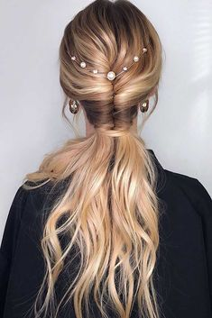 hair inspiration boho Tight Twisted Pony Have no idea what your holiday hair should be Our posh and chic ideas for any party are here to make your holiday time unforgettable. Long Face Hairstyles, Holiday Hairstyles, Trending Hairstyles, Pretty Hairstyles, Straight Hairstyles, Braided Hairstyles, Hairstyles Haircuts, Simple Hairstyles, African Hairstyles