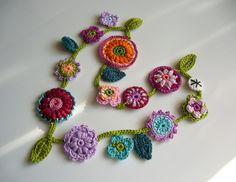 Ketten mittellang - Auftragsarbeit Blumenkette RESERVIERT - ein Designerstück von crochet bei DaWanda