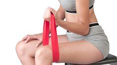 A faixa elástica pode substituir outros materiais e aparelhos de musculação. Foto: Shutterstock