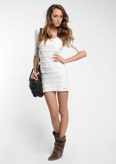 Pepe Jeans  Woman Lily Ivory White Dress    136,90 лв.  57,90 лв.    Pepe Jeans  Код на продукта:  PL950116-815    Описание на продукта:  Рокля в цвят слонова кост, изработена с:  - бродерии и набирания  - овално деколте  - ръкави със средна дължина  - подплата.    Състав:  Външна част: 100% полиамид  Подплата: 100% вискоза