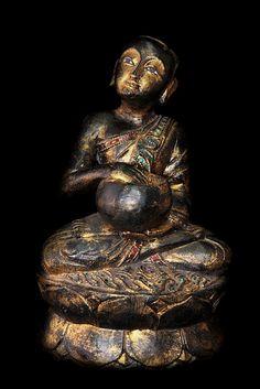 Image from http://www.antiquebuddhas.com/81011485.jpg.