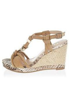 Beige wedge sandals https://modasto.com/river-ve-island/kadin-ayakkabi/br7262ct13 #modasto #giyim