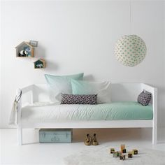 Modern lines and pale colors for a restful bedroom