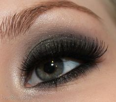 Shimmery Black Emerald Smokey Eyes