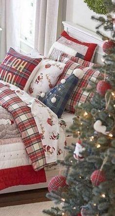 Kids Christmas, Christmas Wreaths, Christmas Decorations, Holiday Decor, Modern Country Style, Country Style Homes, Funny Boyfriend Memes, Christmas Bedding, Modern Farmhouse Bedroom