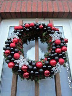 Kerstkrans zelf maken   cursus kerstdecoratie maken: volg de online bloemschikopleiding
