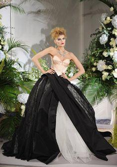 Paris Fall/Winter 2009 Haute Couture, Christian Dior. Original link: http://geniusbeauty.com/fashion-and-wear/christian-dior-haute-couture-fashion-week-paris/