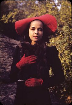 Blanche Dunn loved red. photographed in Morningside Park, New York City, by Carl Van Vechten in 1940. http://beineckeroom26.library.yale.edu/2007/09/18/shoe-portrait/