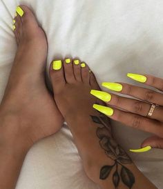 nails - 66 spectacular neon nail designs for spring 2019 24 Acrylic Nails Natural, Summer Acrylic Nails, Best Acrylic Nails, Summer Nails, Acrylic Toes, Acrylics, Aycrlic Nails, Neon Nails, Neon Yellow Nails