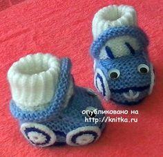 Вязаные пинетки - машинки. Работа Ивановой Светланы вязание и схемы вязания Crochet Baby Boots, Knit Baby Dress, Crochet Sandals, Knitted Booties, Crochet Bebe, Cute Crochet, Baby Booties, Baby Shoes, Baby Sweater Knitting Pattern