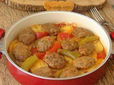 Tencerede Köfteli Patates Yemeği – Sebze yemekleri – The Most Practical and Easy Recipes Turkish Meatballs, Turkish Kitchen, Iftar, Homemade Beauty Products, Pot Roast, Sweet Potato, Sausage, Health Fitness, Food And Drink
