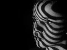 CVO VOLT | opleiding fotografie  Anne Scheers photography portraits shadow light woman | beautiful woman | black and white photography