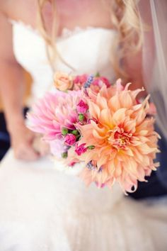 Wonderful Useful Tips: Wedding Flowers Bouquet Dahlias wedding flowers autumn garden roses. Diy Bouquet Mariage, Bouquet Bride, Dahlia Wedding Bouquets, Dahlia Bouquet, Wedding Flowers, Bridal Bouquets, Peach Bouquet, Chrysanthemum Wedding Bouquet, Wedding Dresses