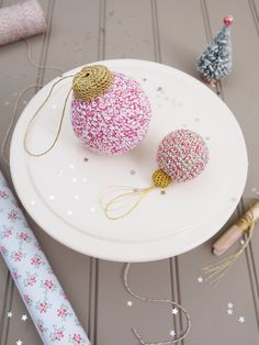Bakers Twine Baubles free pattern by Messyla. ♥